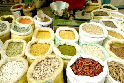 बजारमा खाद्यान्नको कृत्रिम अभाव र मूल्यवृद्धि, चामल, दाल, मैदा, तेललगायत खाद्य सामग्रीको भाउ ह्वात्तै बढ्याे