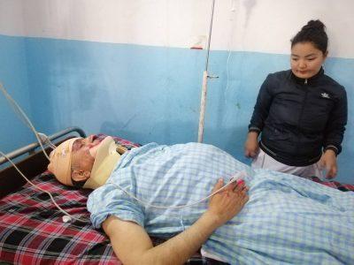 सीपी मैनाली सवार कार दुर्घटना, उपचारकालागि हेलिकप्टरबाट काठमाडौं ल्याइयो