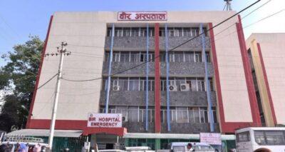 अस्पताल प्रशासनको लापरवाहीले बिरामीहरु मर्कामा